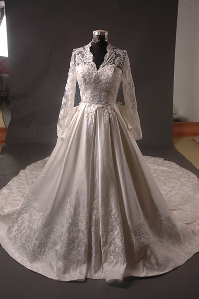By Milly Bridal Studio for MyWeddingDressForLess.co.uk [GFDL], via Wikimedia Commons